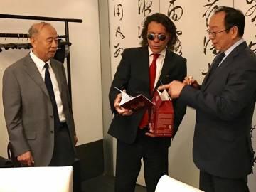 Κίνα Ηρακλεώτης επίσημο δώρο